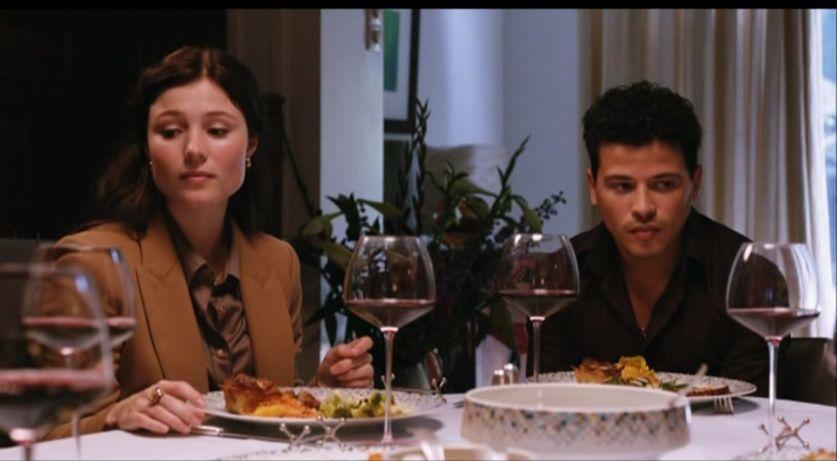 1. De proloog: verveelde David en Naomi tijdens een etentje met ouders en schoonouders